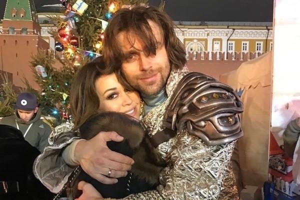 Заворотнюк опубликовала фото с мужем