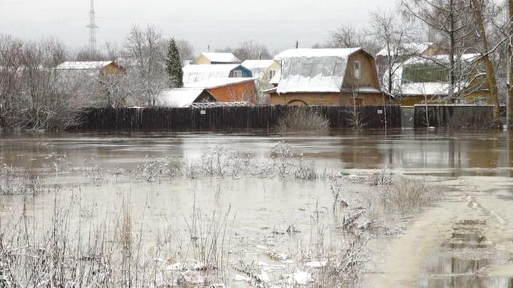 Циклон, обрушившийся 5 ноября 2019 года на Вологодскую область, надвигается на Урал