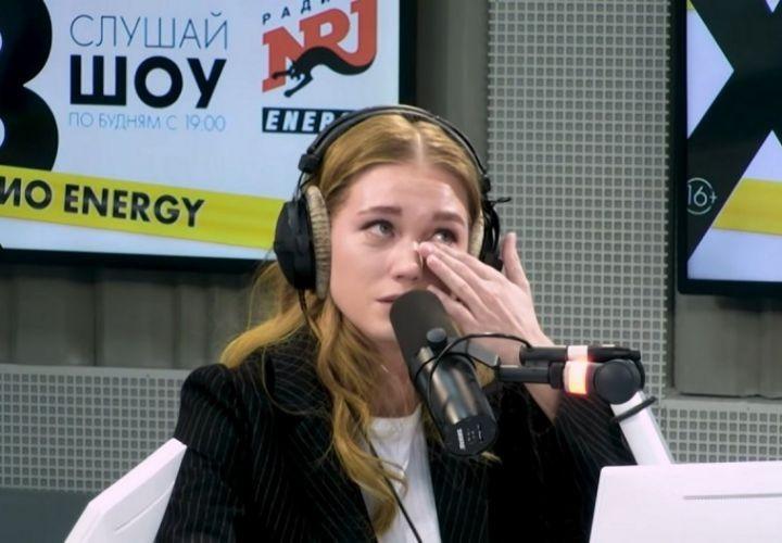 Асмус расплакалась в студии из-за травли после съемок в эротической сцене