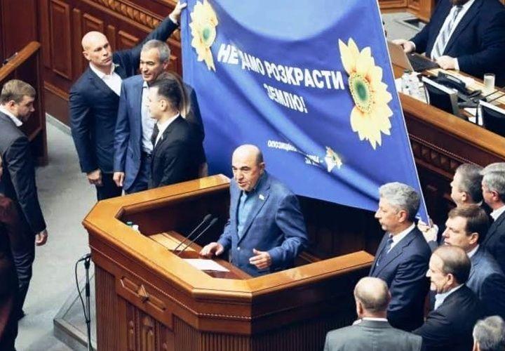 Депутаты Рады объединились против земельной реформы