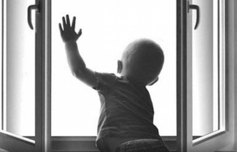 Ужасная трагедия в семье москвичей: женщина с детьми выбросились из окна 9-этажного дома
