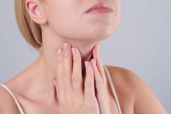 Названы 4 признака проблем с щитовидной железой у женщин