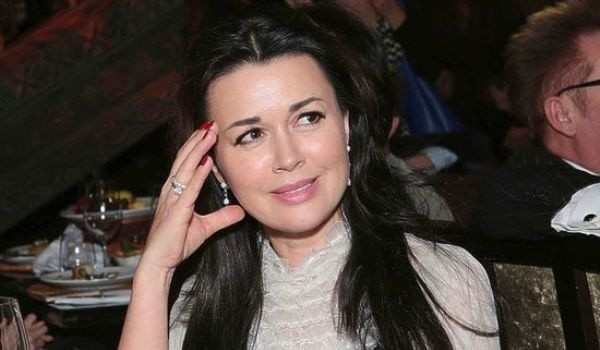 Появились новые подробности болезни Анастасии Заворотнюк