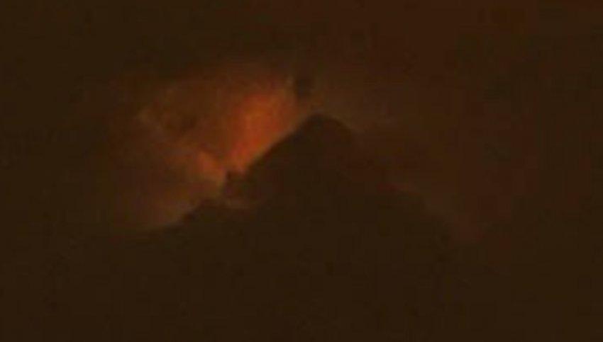 """В небе над Филадельфией появилась """"горящая пирамида"""""""