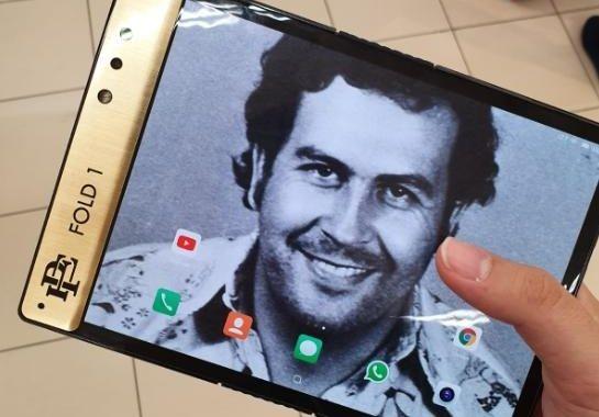 Брат знаменитого наркобарона Пабло Эскобара выпустил гибкий смартфон за $349