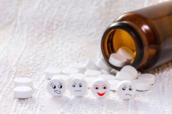 Мясников объяснил, какие лекарства могут вредить пожилым людям