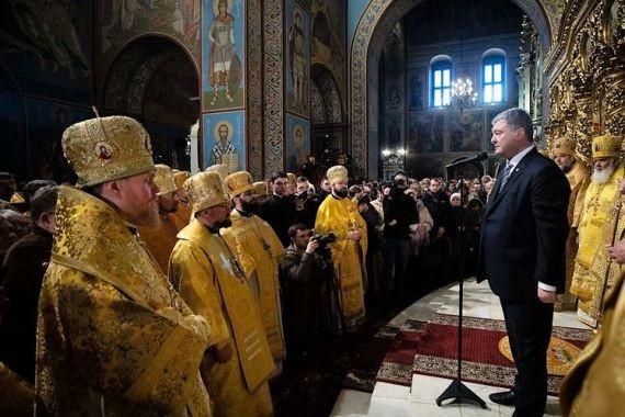 Порошенко организовал митинг прямо в храме раскольников