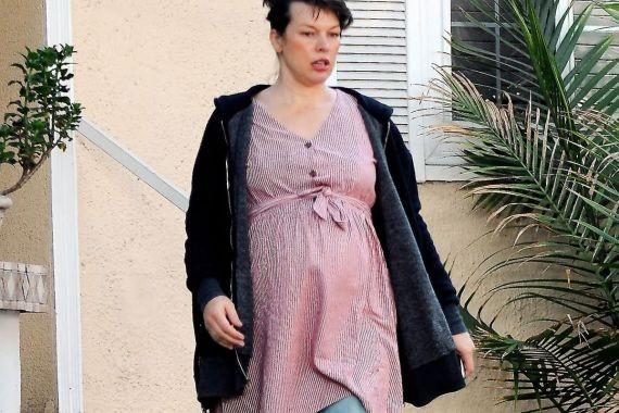 Беременная Милла Йовович набрала 22 килограмма