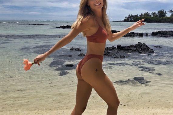 Глюкозу раскритиковали за откровенный снимок с пляжа