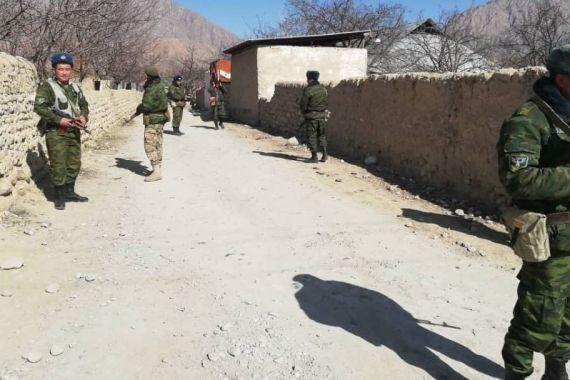 Жителей киргизского села эвакуировали после очередной перестрелки с таджиками