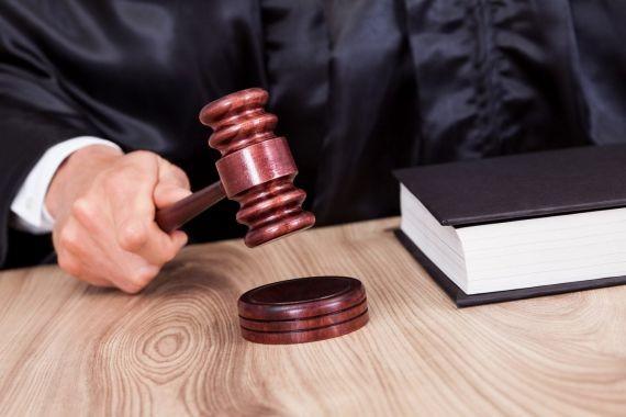 21-летнюю жительницу Британии осудили за изнасилование девочек под видом парня
