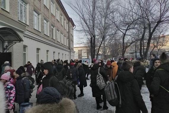 На Дальнем Востоке из-за сообщений о минировании эвакуированы около 100 школ