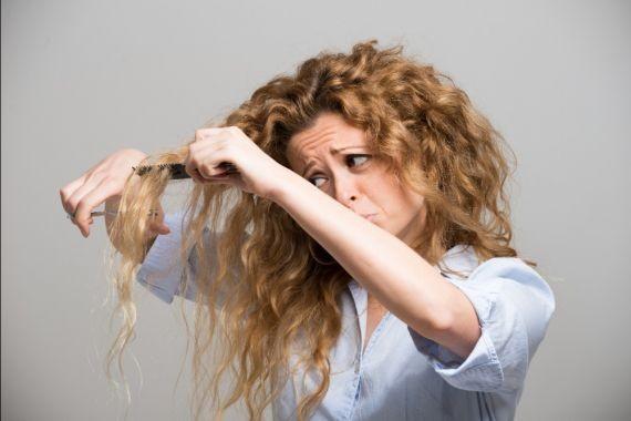 Врач-дерматолог рассказала о причинах появления спутанных волос