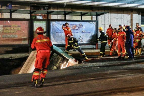 В Китае автобус провалился под землю вместе с пассажирами