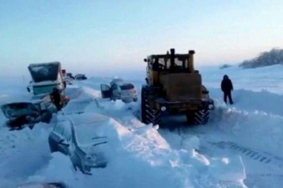 Из-за сильной метели водители в Оренбуржье оказались в снежной ловушке