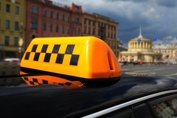 В Петербурге задержан таксист, ограбивший нетрезвую пассажирку