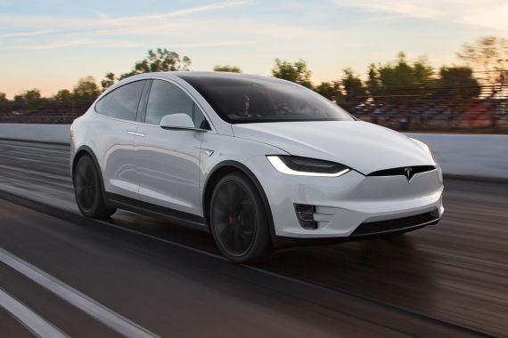 В США проводится проверка из-за самовольно разгоняющихся 500 тыс. машин от Tesla