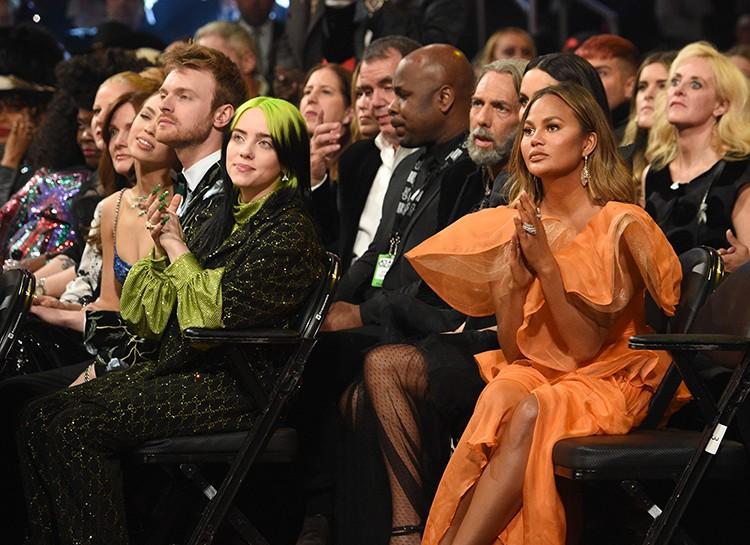 Неожиданно для всех обладательницей пяти статуэток на музыкальной премии «Грэмми-2020» стала Билли Айлиш