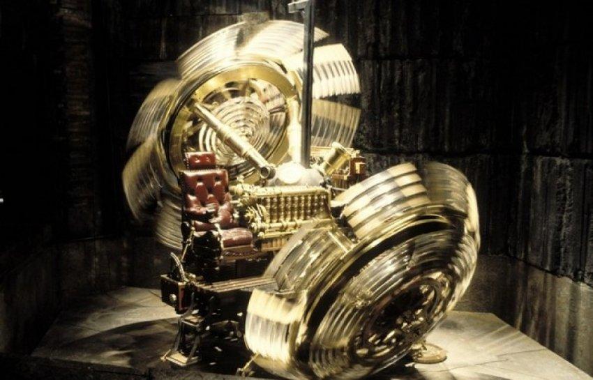 Астрофизик работает над созданием машины времени для путешествия в прошлое