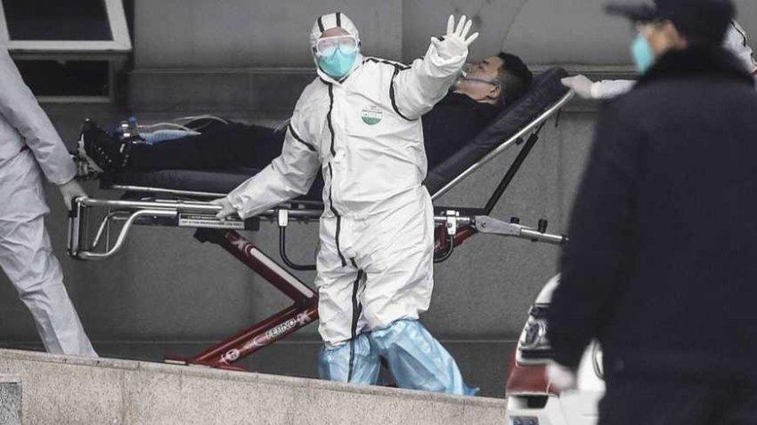 В Китае из-за коронавируса люди замертво падают прямо на улицах: в Сети появились жуткие кадры