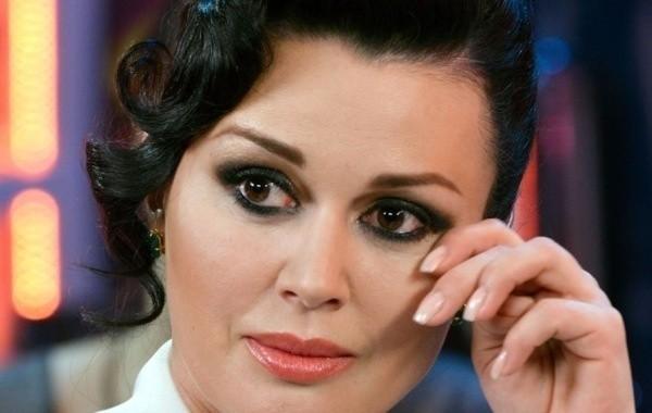 Поклонники Заворотнюк пришли к выводу, что актрису сглазили