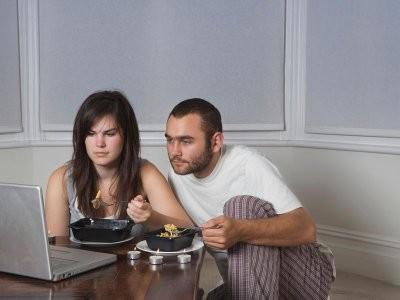 Ученые: динамичные сюжеты в фильмах заставляют людей переедать