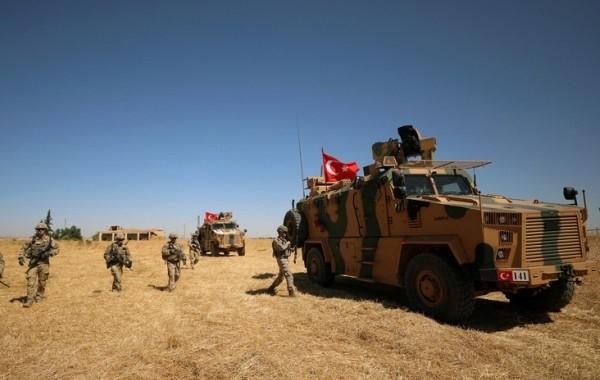 Турецкие военные покидают Сирию под конвоем русских