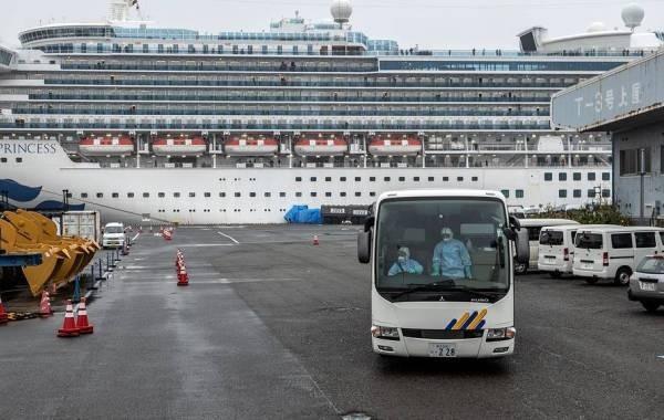 От коронавируса погибли два человека на круизном лайнере