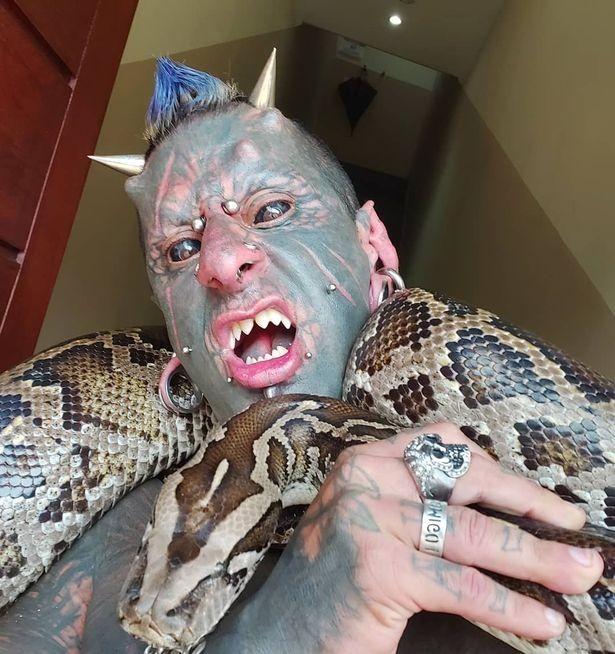 Житель Бразилии превратился в «зловещее существо»: опубликованы фото