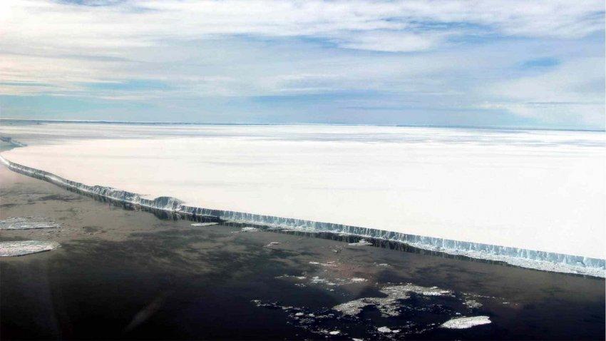 Самый большой айсберг в мире вот-вот выйдет в открытый океан