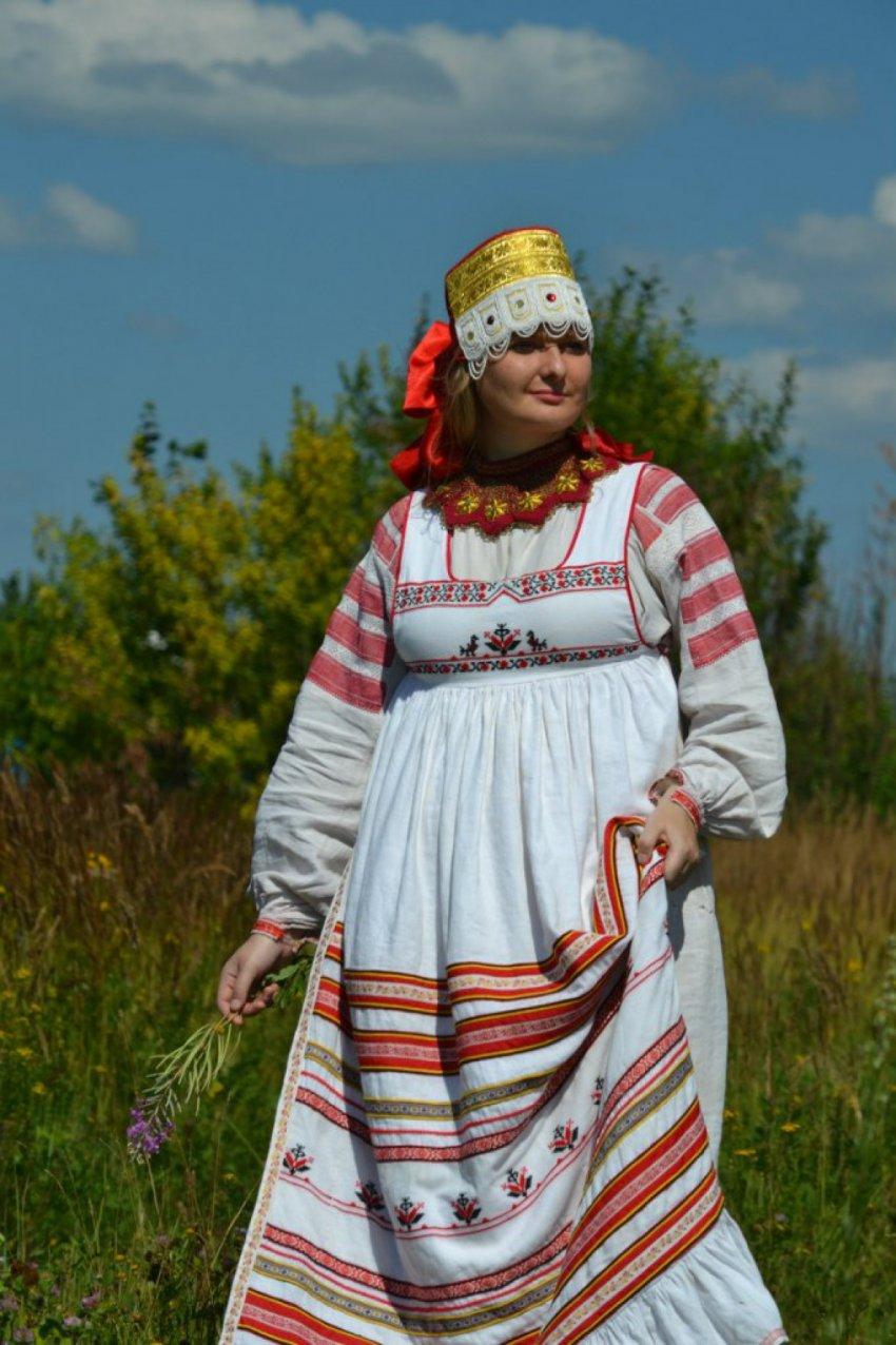 Путеводитель по русским народным костюмам
