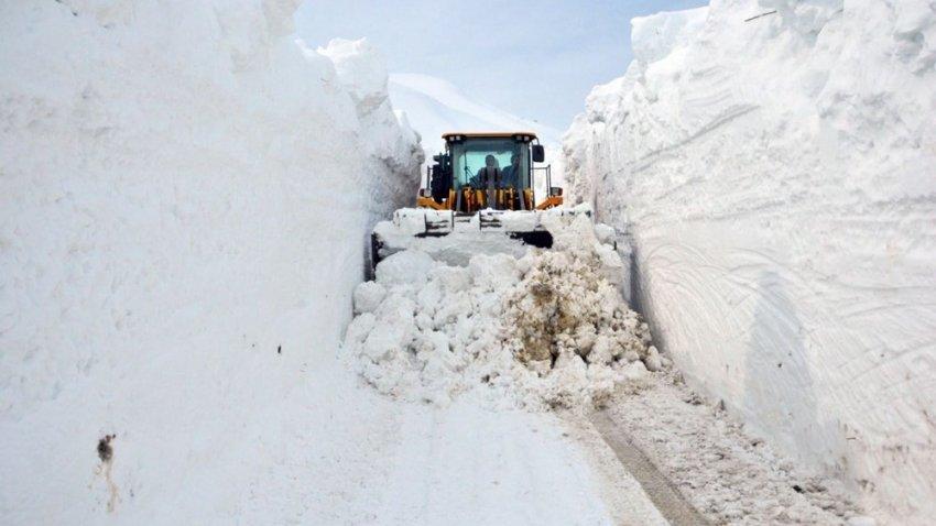 В Турцию и Норвегию нагрянул снежный хаос: страны «тонут» в 6-метровом слое снега