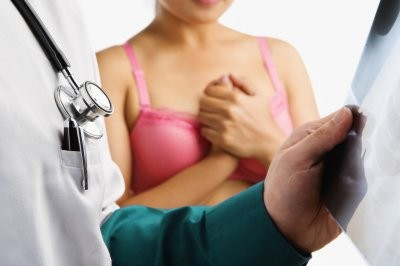 Врачи развенчали распространенные мифы о раке груди