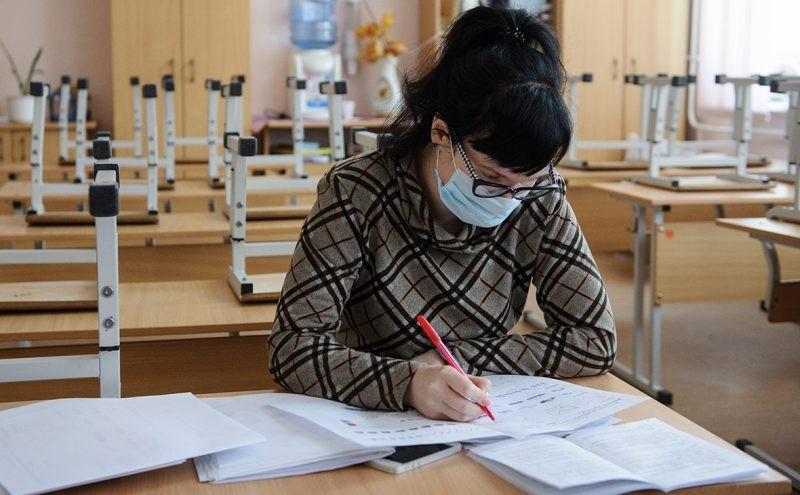 В некоторых регионах РФ начали закрывать школы на карантин в связи с эпидемией коронавируса
