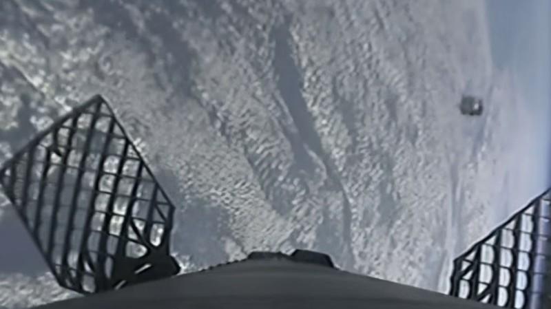 Ракета компании SpaceX едва не столкнулась с НЛО