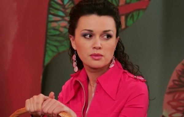 Коронавирус добрался до окружения актрисы Анастасии Заворотнюк