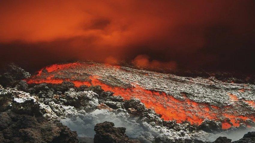 Магма, которая находится глубоко под поверхностью, спровоцировала подъем Йеллоустонского вулкана