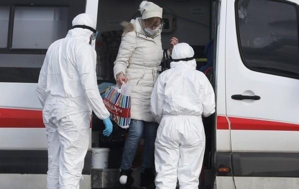 Через сколько дней проявляется коронавирус после заражения, рассказали врачи