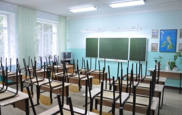 Минпросвещения не намерено полностью завершать учебный год в России