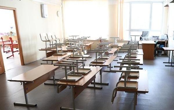 Учебный год завершают досрочно в ряде регионов России
