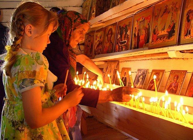 Страстная свеча в Чистый четверг имеет целебную силу и защищает дом от зла