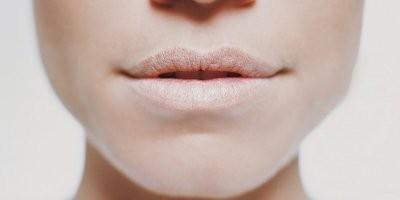 Врач рассказала, о каких болезнях может предупреждать сухость во рту