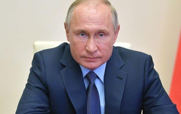 Путин утвердил новые выплаты для семей с детьми