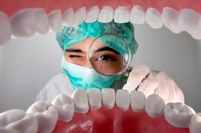 Врач объяснила, зачем проходить осмотр у стоматолога перед плановой операцией