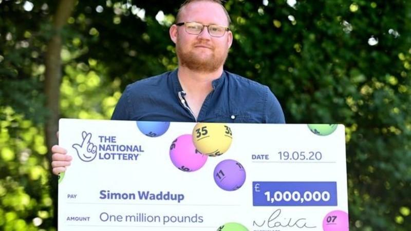Внутренний голос уговорил жителя Британии купить лотерейный билет: теперь мужчина миллионер