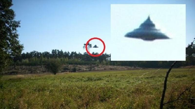 Над польским селом пролетел НЛО: местный житель успел запечатлеть его