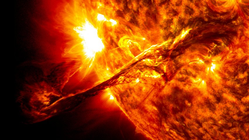 Мощная вспышка на Солнце могла поменять магнитные полюса звезды местами