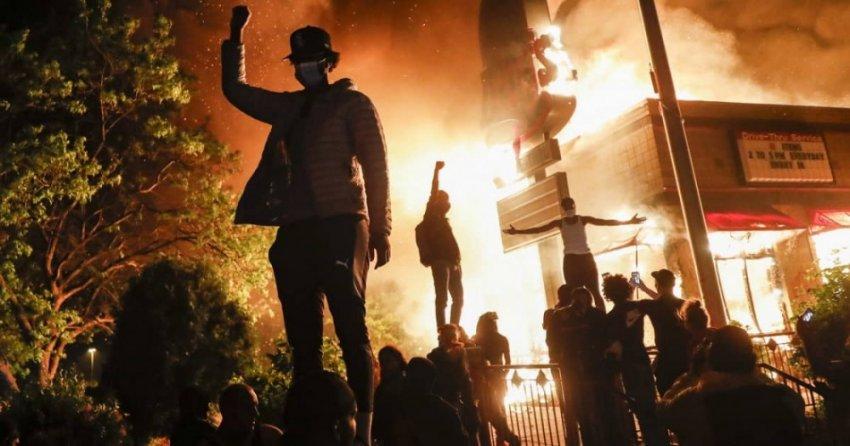 Расовый беспорядок в США переходит в гражданскую войну