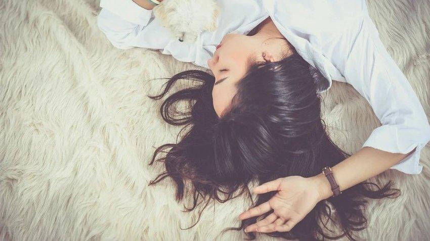 Ученые выяснили, какая самая вредная поза для сна