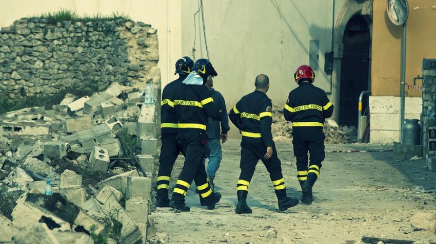 В Исландии не прекращаются землетрясения: за 3 недели произошло уже около 10 тысяч подземных толчков